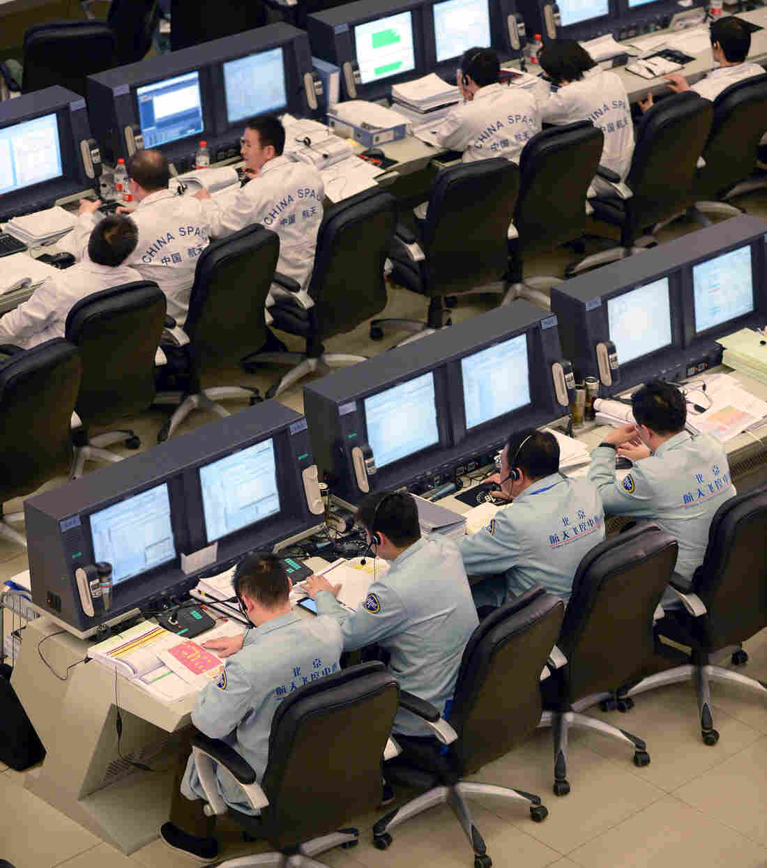 Staff members make preparations for Chang'e-3's soft-landing on the moon at the Aerospace Control Center in Beijing, on Saturday.