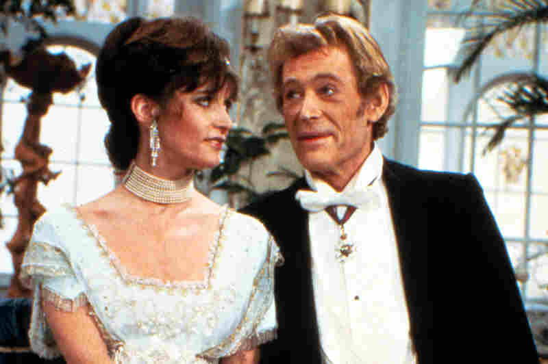 In 1983, O'Toole stars as Professor Higgins with Canadian actress Margot Kidder as Eliza Doolittle in a U.S. television production of Pygmalion.