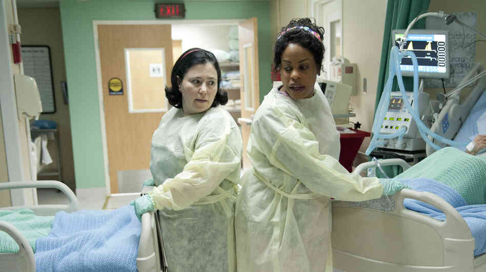 Alex Borstein (left) and Niecy Nash star as nurses in the HBO comedy series Getting On, which was modeled after the hit BBC series of the same name.