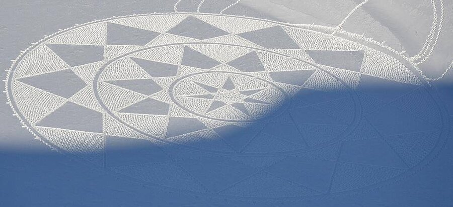 Snow art. : pics