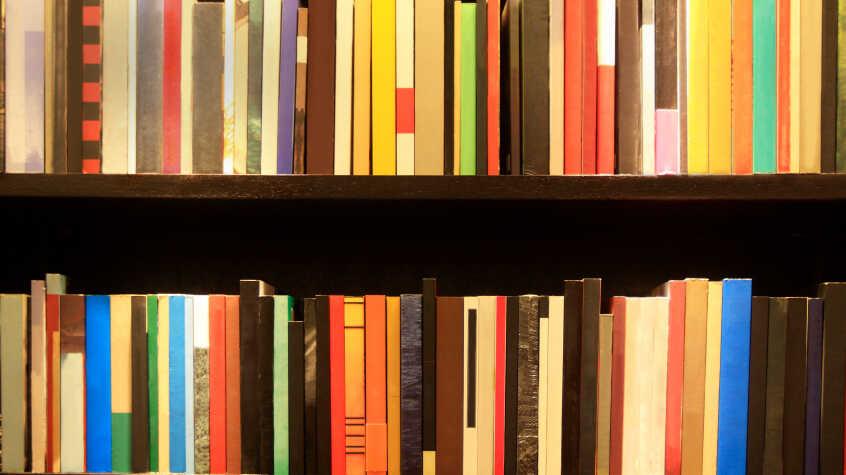 How to organize bookshelf