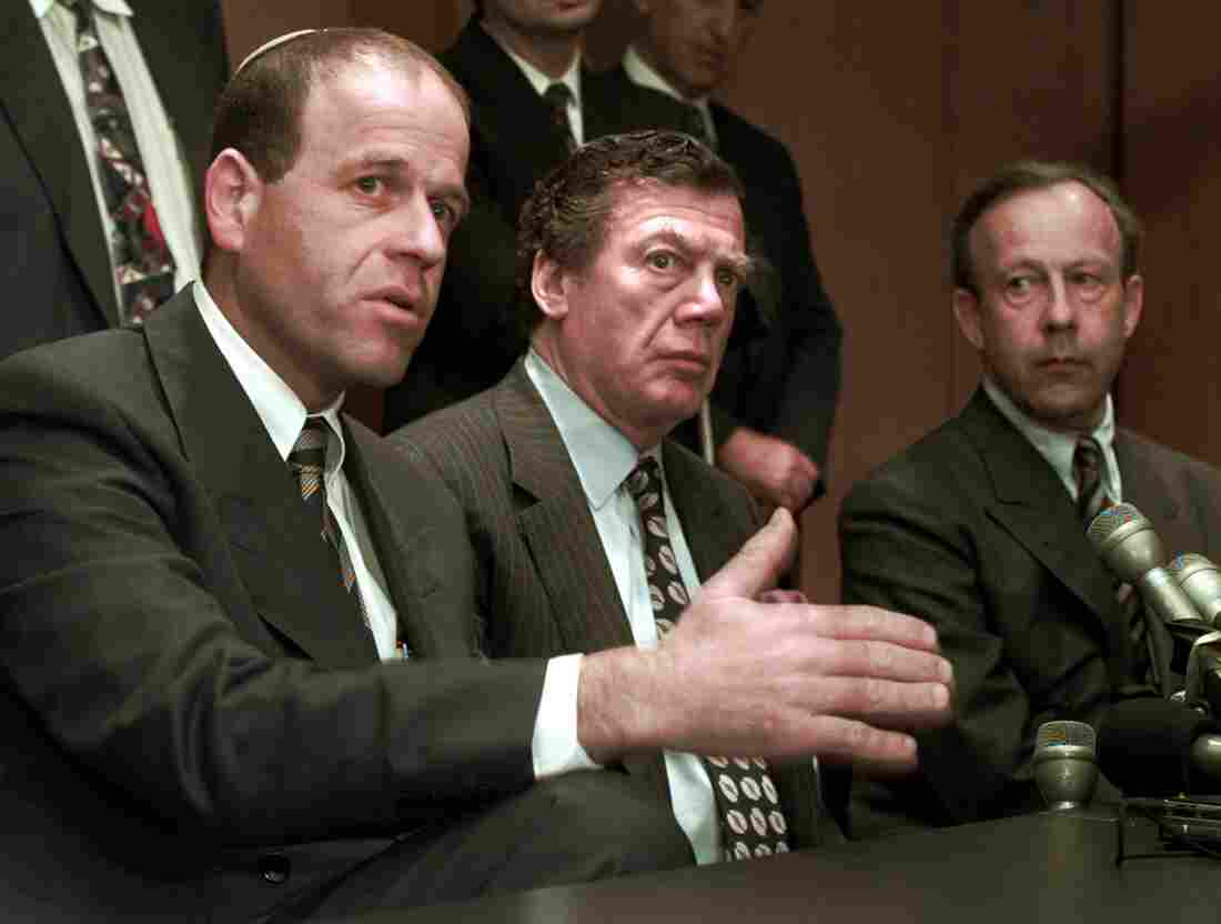 Edgar Bronfman (center), president of the World Jewish Congress, meets with Swiss bankers about a historic agreement to pay victims of the Holocaust restitution.