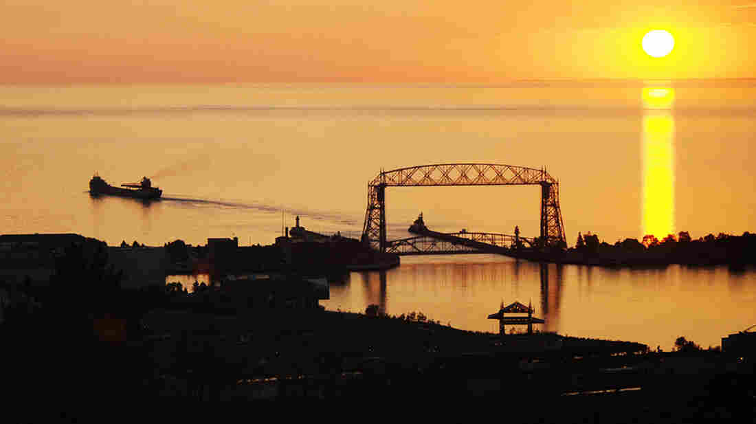 A company proposes shipping crude oil by barge across Lake Superior to keep up with the booming supply from North Dakota and Canada.