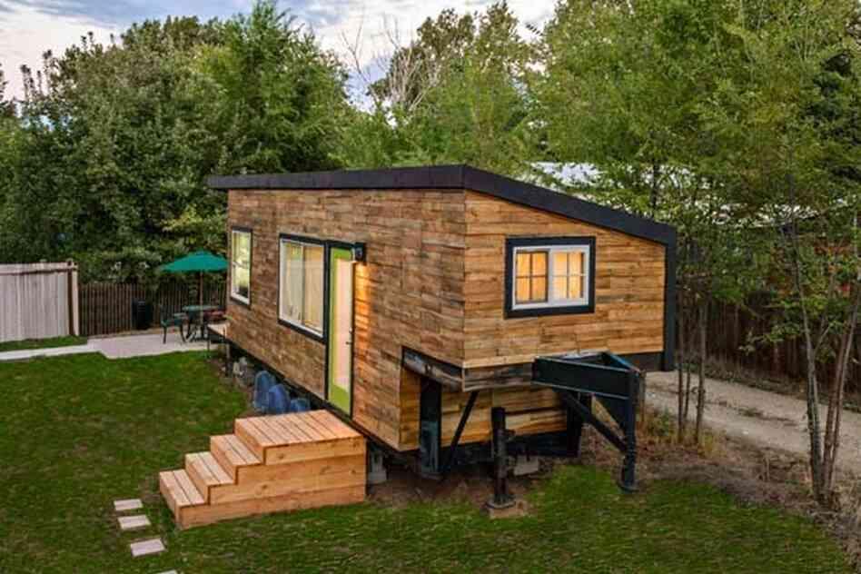 at bygge et mindre tr hus p en lastbil anh nger. Black Bedroom Furniture Sets. Home Design Ideas