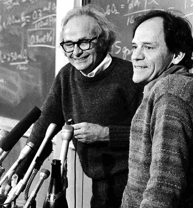 Neurologist David Hubel (left) and neurophysiologist Torsten Wiesel speak to reporters as co-winners of the Nobel Prize in Boston in 1981. Hubel died in September at 87.