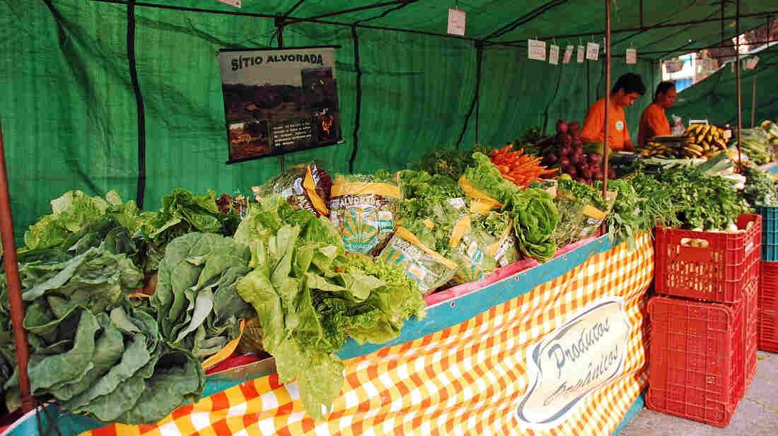 As demand for organic food in Brazil rises, organic produce is getting more affordable.