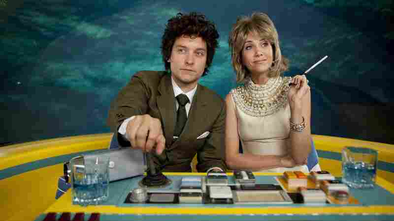 IFC's The Spoils Of Babylon follows a sister (Kristin Wiig) and adopted brother (Tobey Maguire) caught up in a passionate romance.