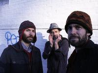 Trio Feral.