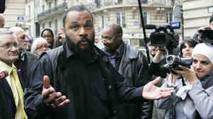 A French court has ruled that comedian Dieudonne M'Bala M'Bala, seen here on May 13, 2009, can perform Thursday night in Nantes, France.