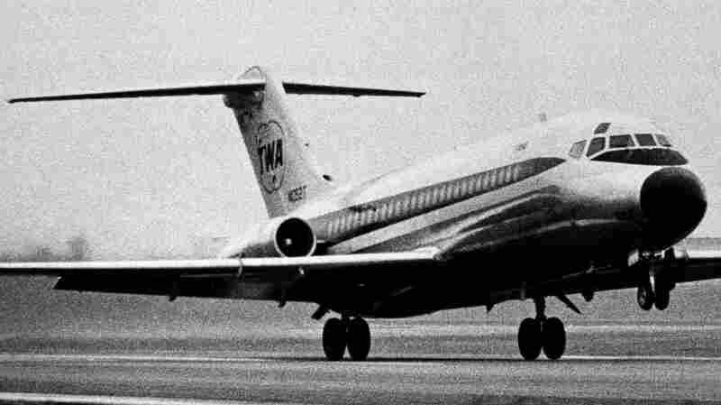 McDonnell Douglas DC-9 Flies Into Retirement