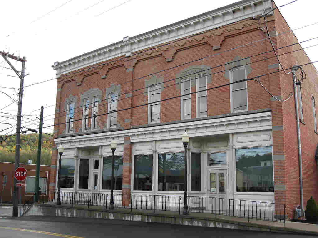 Downtown Spencer, NY is home to Tioga State Bank.