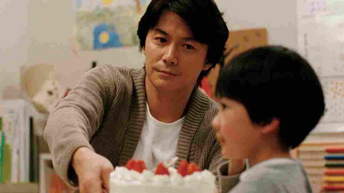 Ryota Ninomiya (Masaharu Fukuyama) and his son Keita (Keita Ninomiya) wrestle with identity and belonging in Like Father, Like Son.