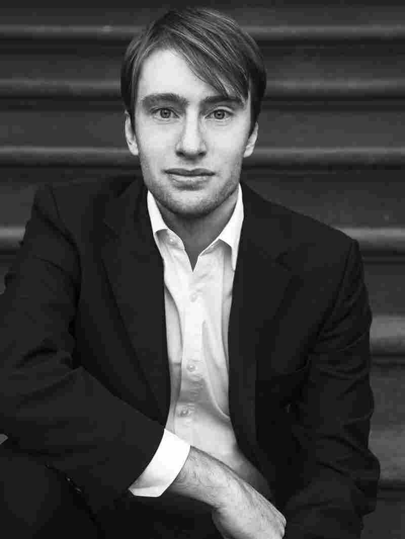 Gabriel Sherman is a contributing editor at New York Magazine, where he's written cover stories on media, politics and business.