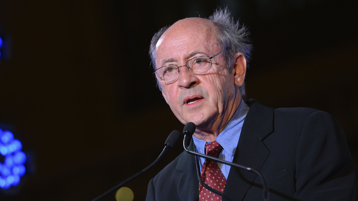 """billy collins essay In the poem, """"winter syntax"""", billy collins writes about the difficulties of writing literature through the representation of a """"lone traveler"""" and his adventures through a blizzard."""