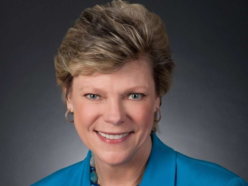 founding mothers by cokie roberts essay  all the women in my family sing: women write the world – essays on   mothers: the women who raised our nation by cokie roberts.