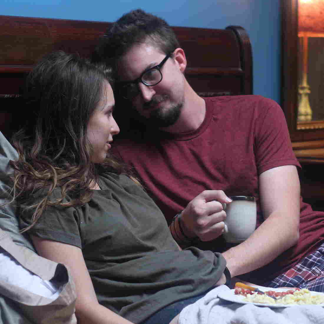 '24 Exposures': A Would-Be Erotic Thriller, Without Focus