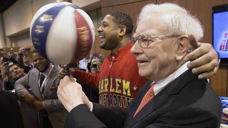 "Warren Buffett with Harlem Globetrotter Chris ""Handles"" Franklin at Berkshire Hathaway's annual meeting"