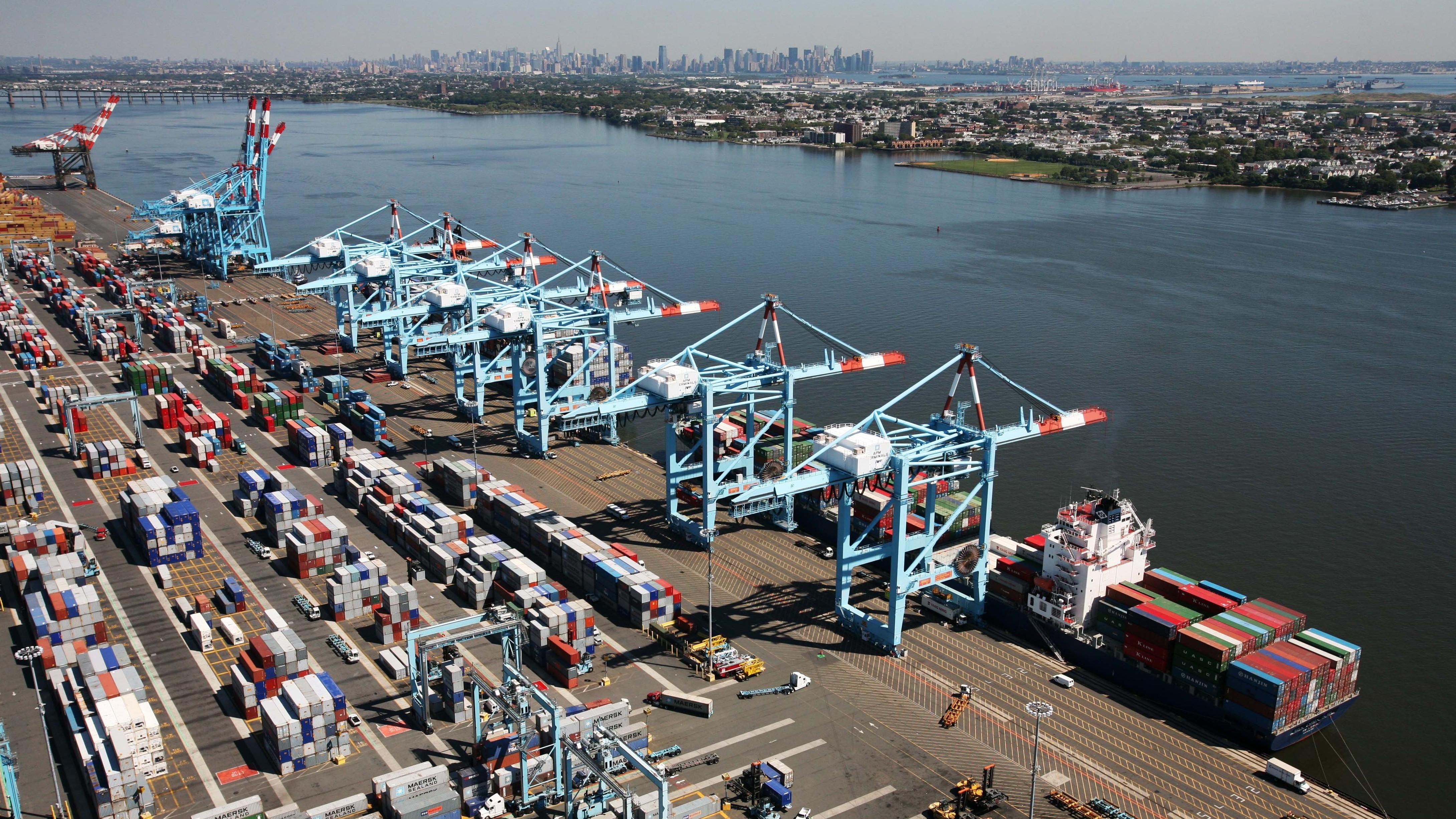 image Ny port authority brunette quick upskirt