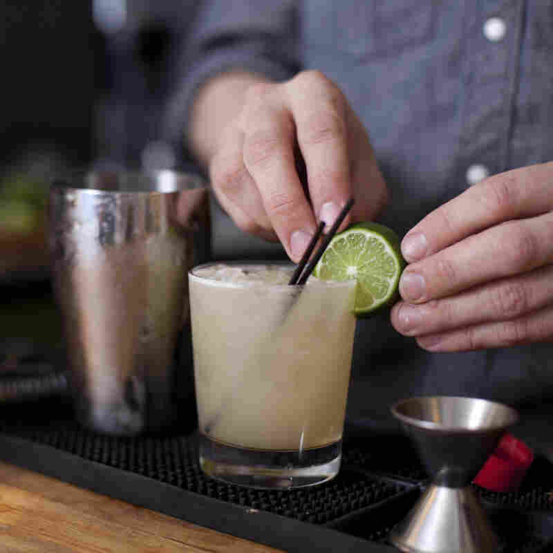 Under California's new food safety law, bartenders can't do this without gloves.