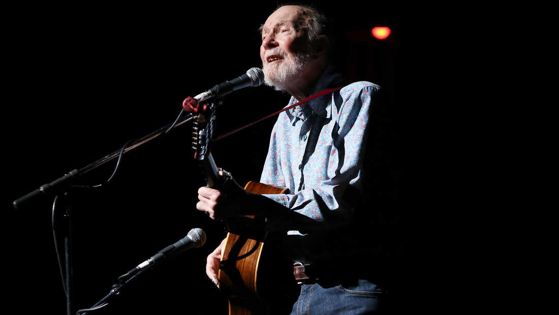 Folk Activist Pete Seeger, Icon Of Passion And Ideals, Dies At 94