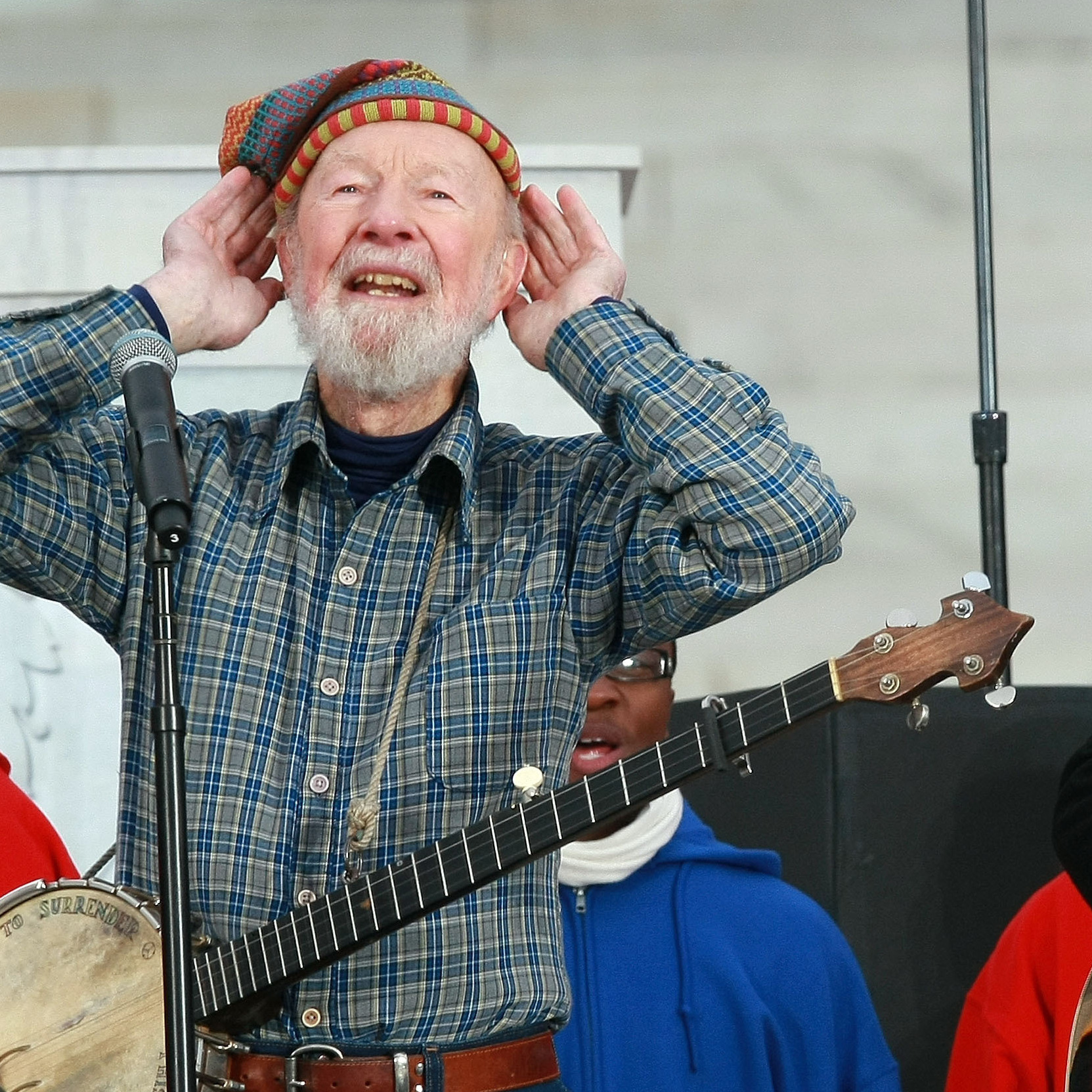 Pete Seeger in front of the Lincoln Memorial in 2009.