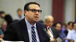 David Wildstein, who says Gov. Christie knew about the lane closures as they were happening, speaks during a hearing at the Statehouse in Trenton earlier this month.