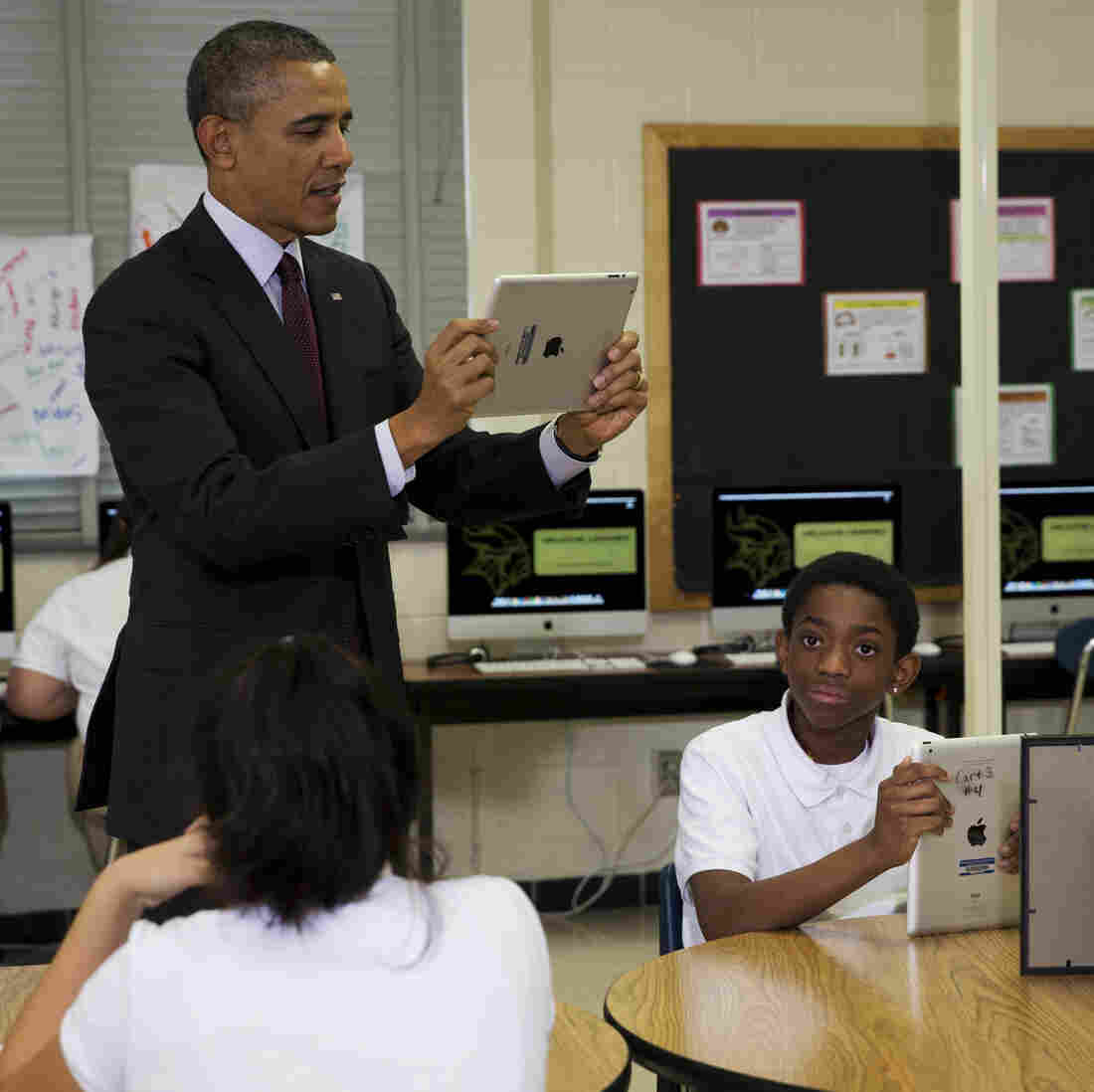 Obama Secures Funding To Help Connect Students To Internet
