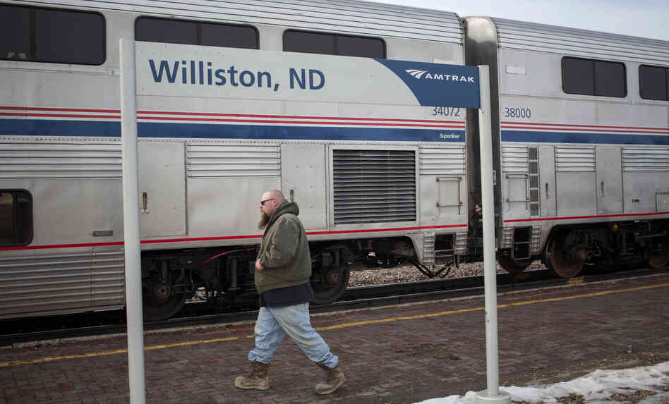 Amtrak trains on the Empire Builder r