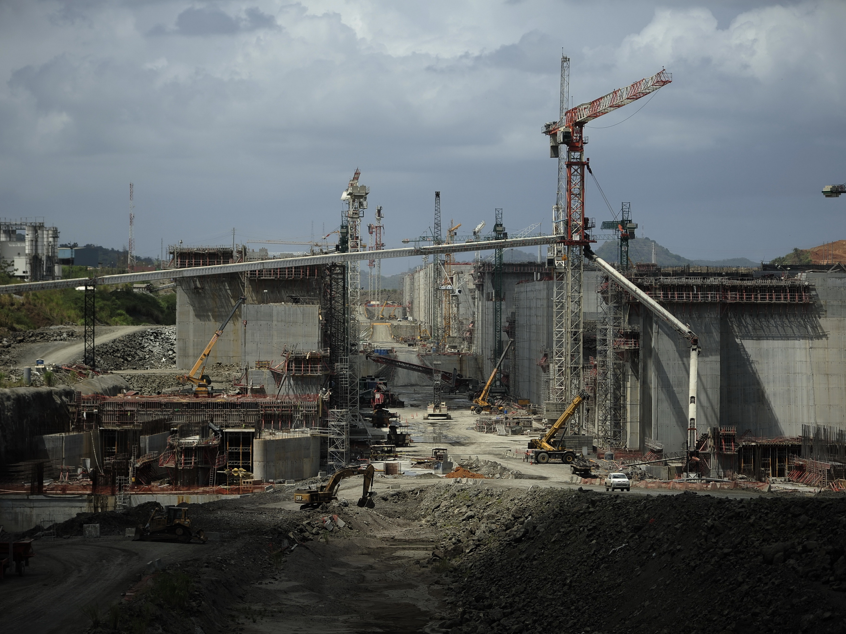 Panama Canal Expansion Suspended Over Cost-Overrun Dispute