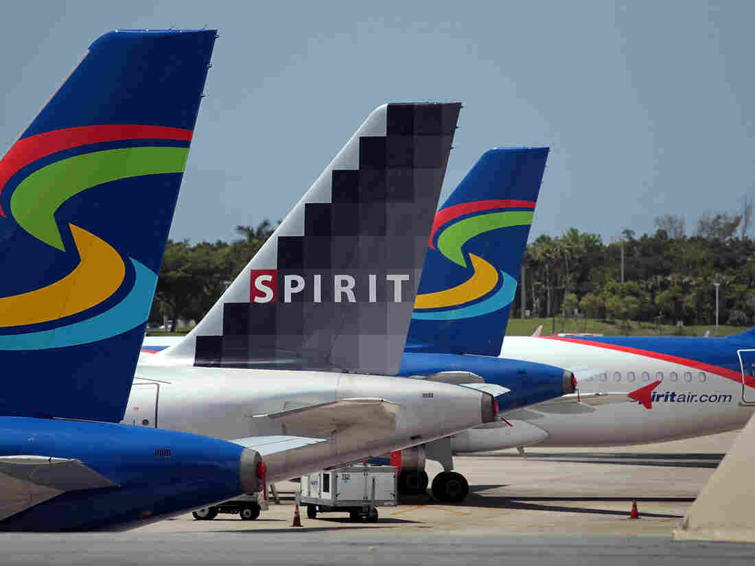 FORT LAUDERDALE, FL - JUNE 14: Spirit Airlines Inc. planes sit on the tarmac at the Fort Lauderdale International Airport on June 14, 2010 in Fort Lauderdale, Florida.  (Photo by Joe Raedle/Getty Images)