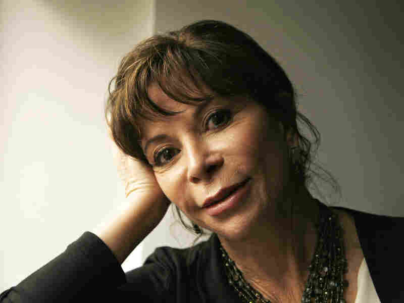 Isabel Allende is apologizing for her comments about mystery novels.
