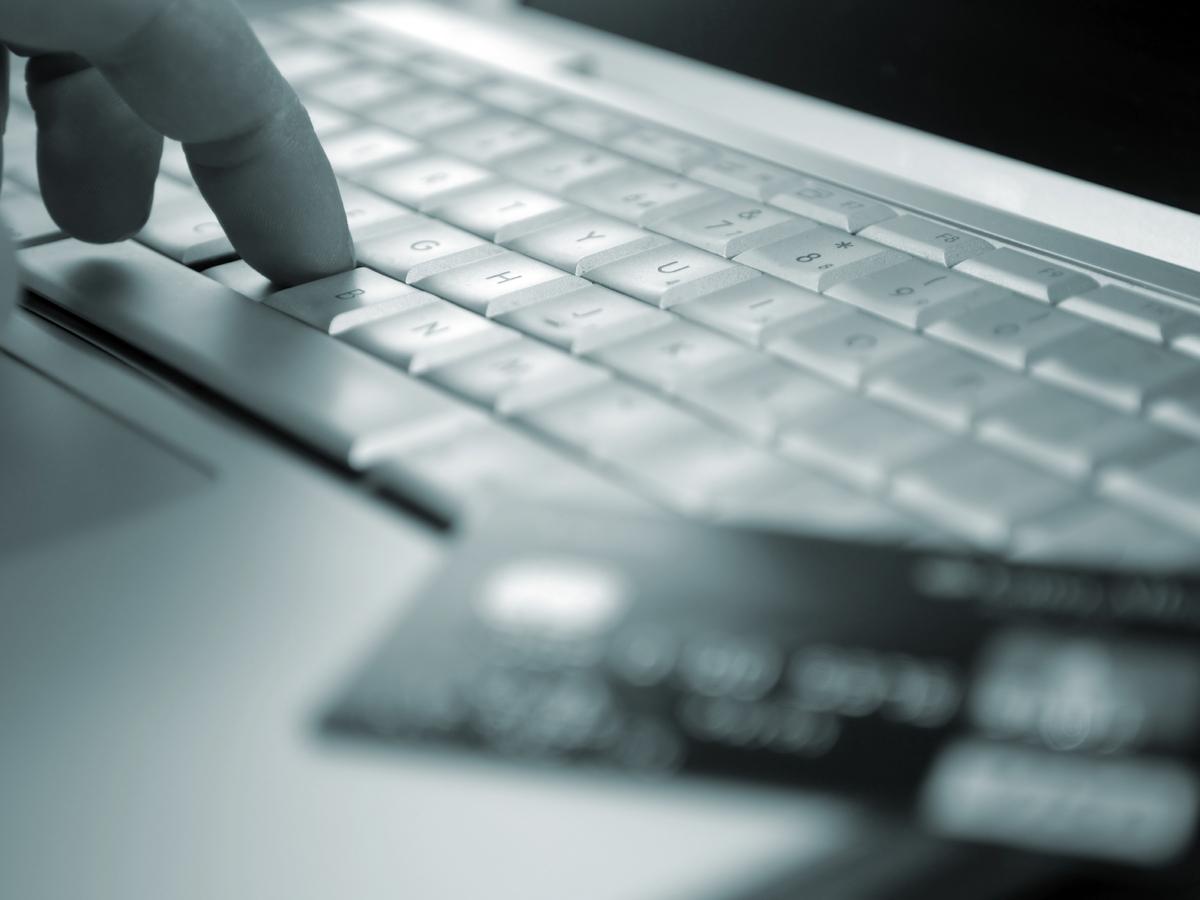 Bolezen za gotovino, spletna pornografija poskuša nove trike-5565