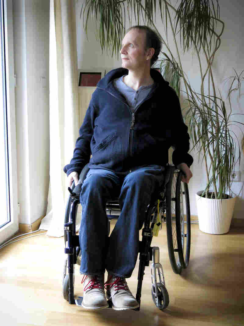 Stefan Daniel is a 51-year-old German clinical psychologist with multiple sclerosis. He has decided that he will end his life, by taking a barbiturate while sitting in his own living room, when he can no longer see or speak.