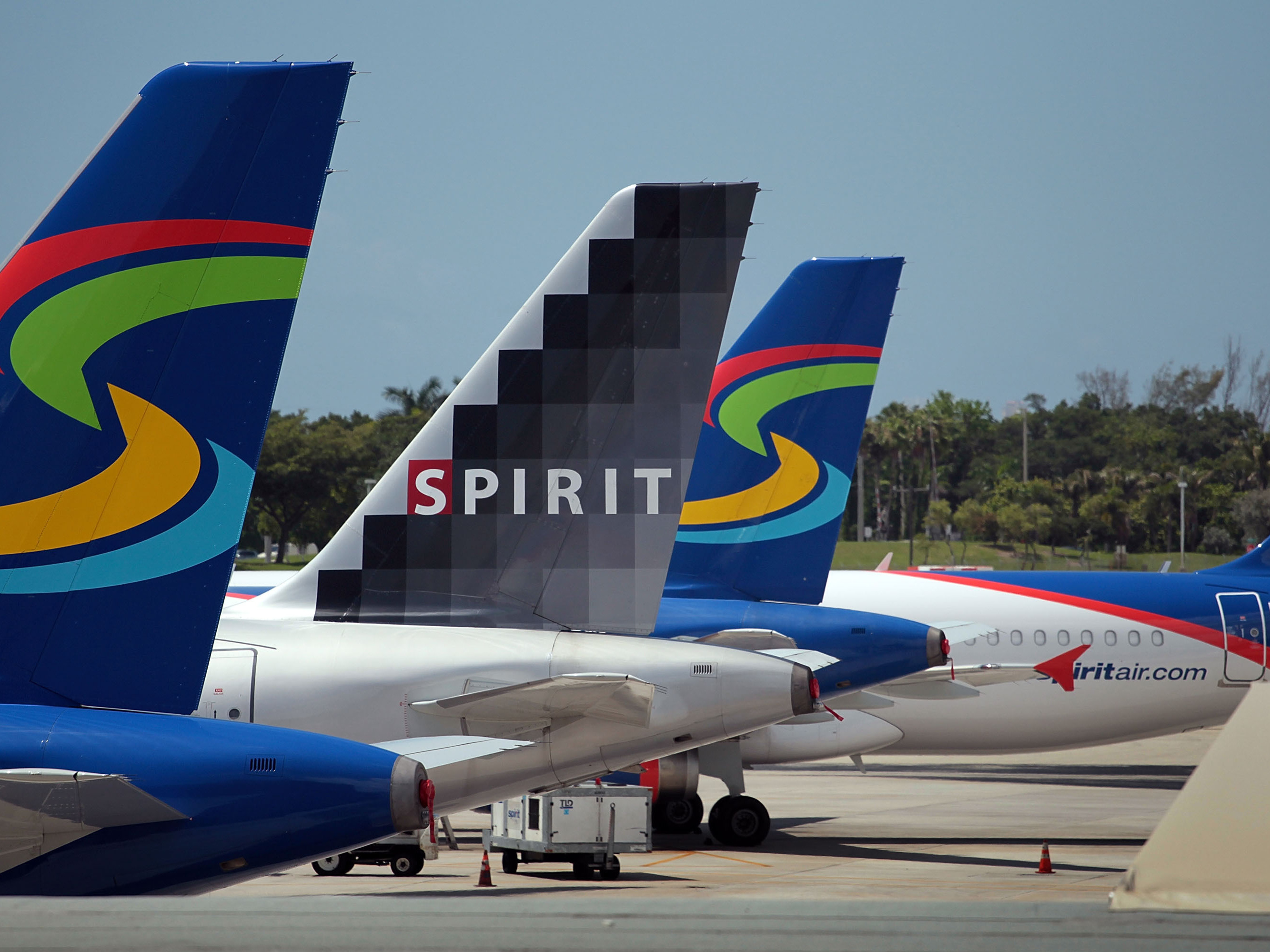Spirit airlines planes sit on the tarmac at the fort for Spirit airlines new york