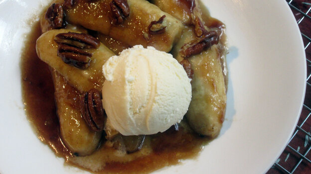 Caramelized Bananas With Nuts And Orange Liqueur