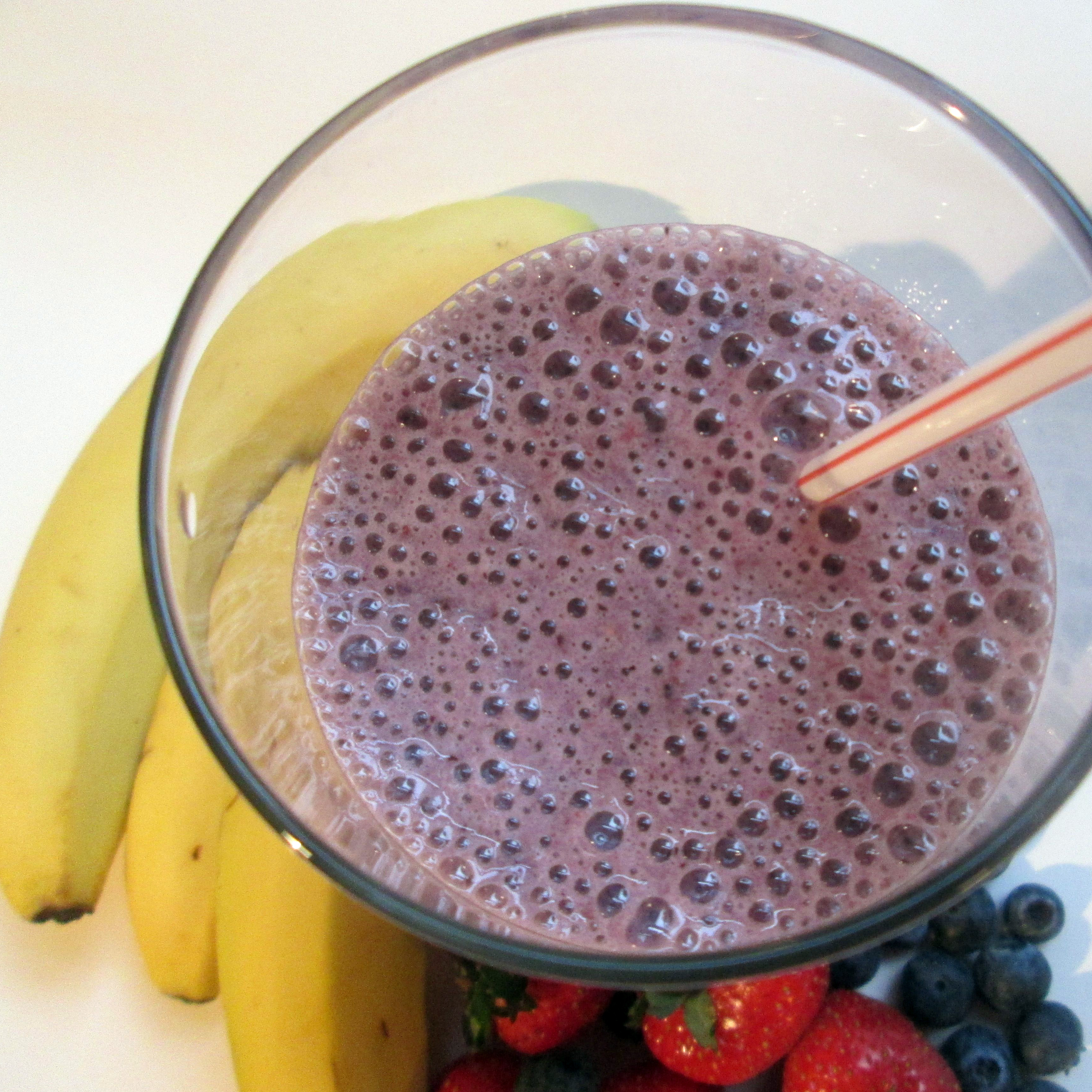 Banana Berry Smoothie With Almond Milk