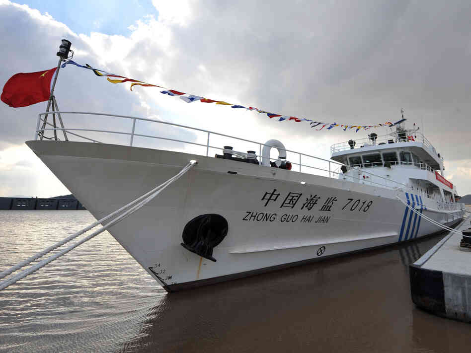 A ceremony is held to mark a new patrol vessel in service for China's marine surveillance in Zhoushan, east China's Zhejiang Province, last month.