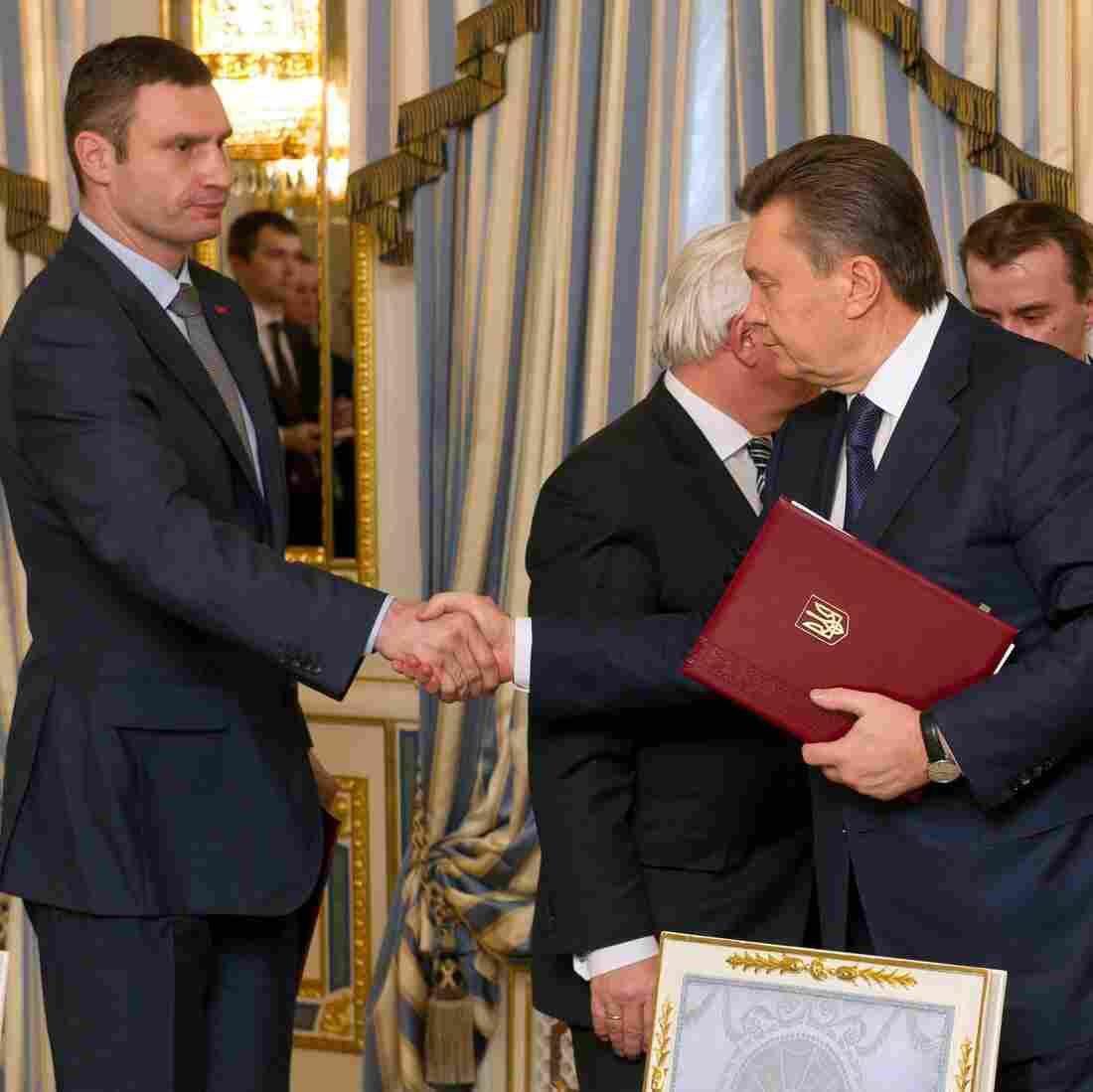 Breakthrough? Ukrainian President, Opposition Leaders Reach Deal