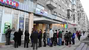 Ukrainians line up to get their money from a bank machine in the western city of Lviv last week. Clashes in Independence Square in Kiev and the resulting political turmoil caused a financial panic.