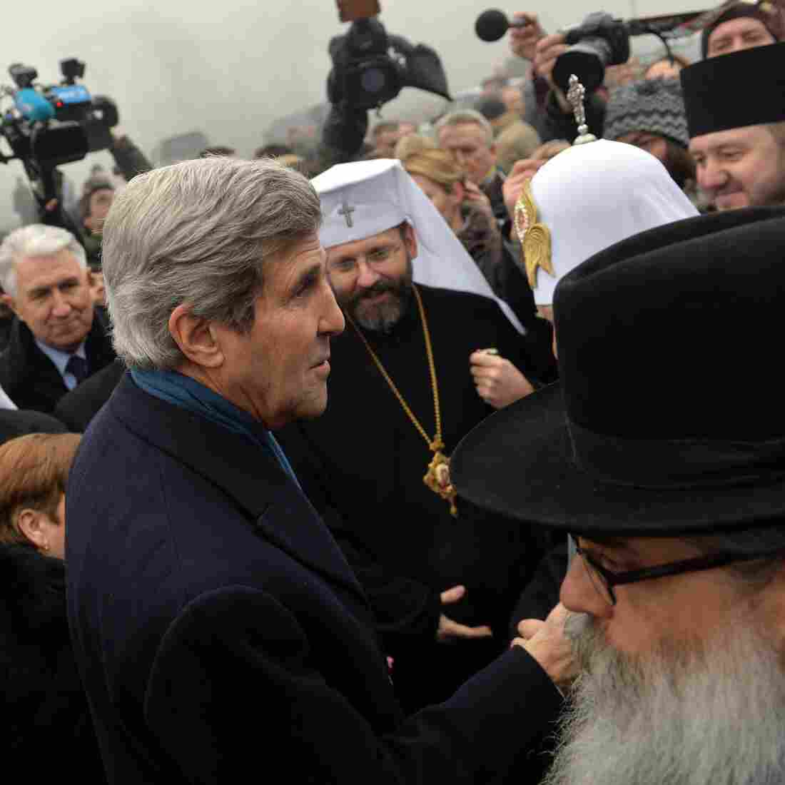 Obama And Kerry Criticize Russia's Actions In Ukraine