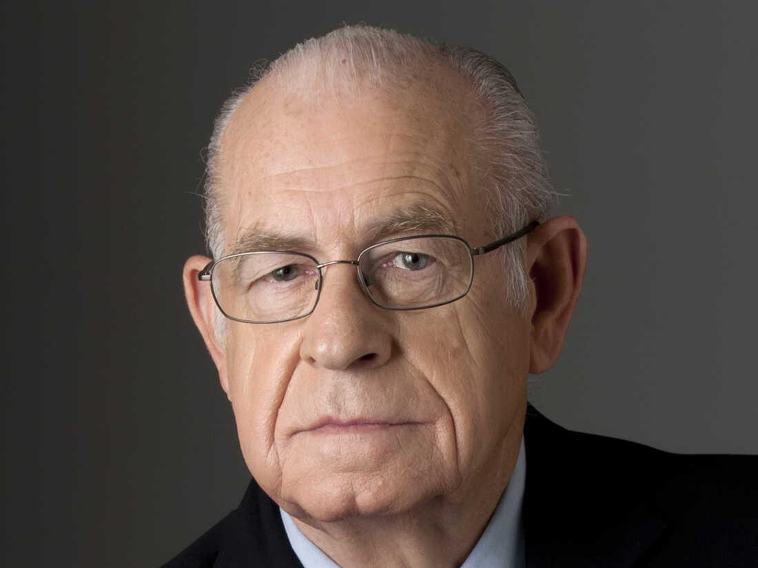 Carl Kasell in 2010.