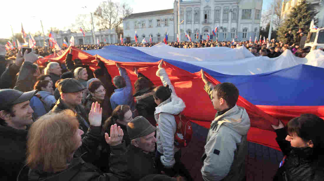 Demonstrators carried a Russian flag during a rally this week in the western Crimean city of Yevpatoria.