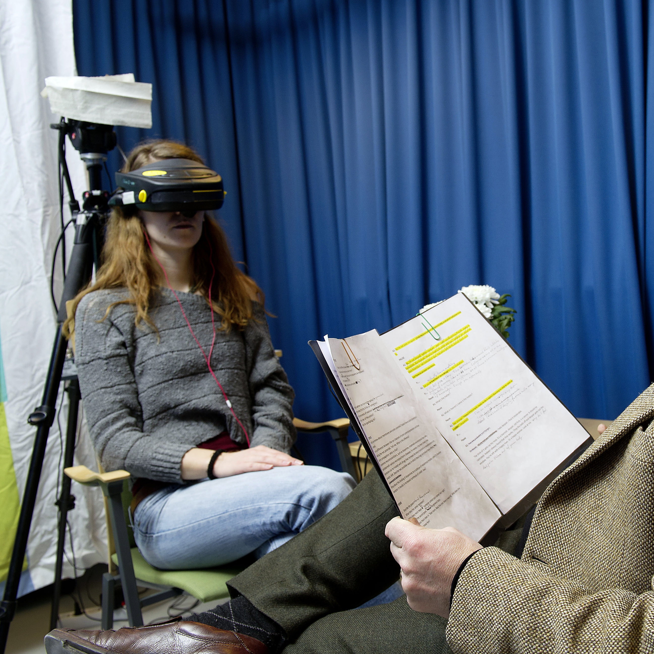 A volunteer wearing virtual reality goggles is interviewed by a professor played by Swedish actor Peter Bergared.