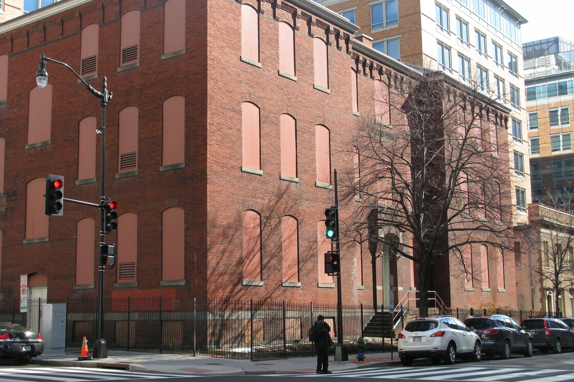 A 132-year-old building owned by the federal government, just six blocks from the White House, has been sitting empty for three decades.