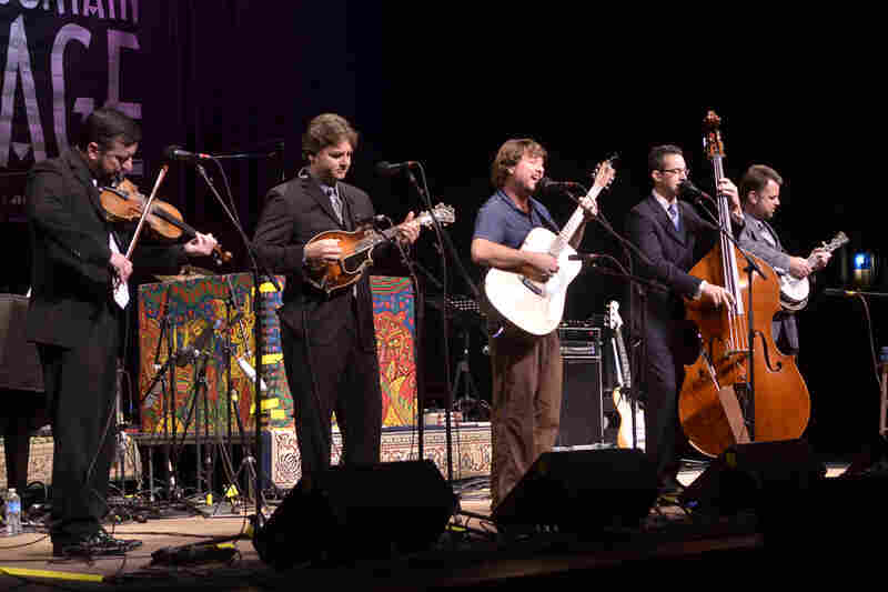 """The Travelin' McCourys and Keller Williams rely heavily on bluegrass instrumentation, even as they cover pop songs like Jessie J's hit """"Price Tag."""""""