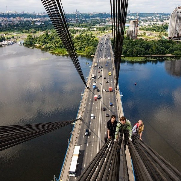 Vitaliy Raskalov leading his friends to the top of the Moscow Bridge in Kiev, Ukraine.
