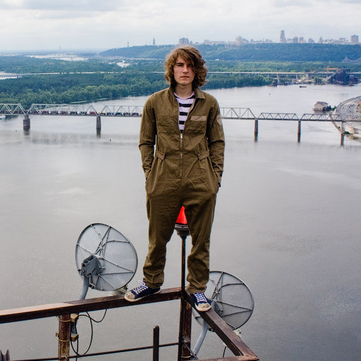 Vitaliy Raskalov on top of the Moscow Bridge in Kiev, Ukraine.