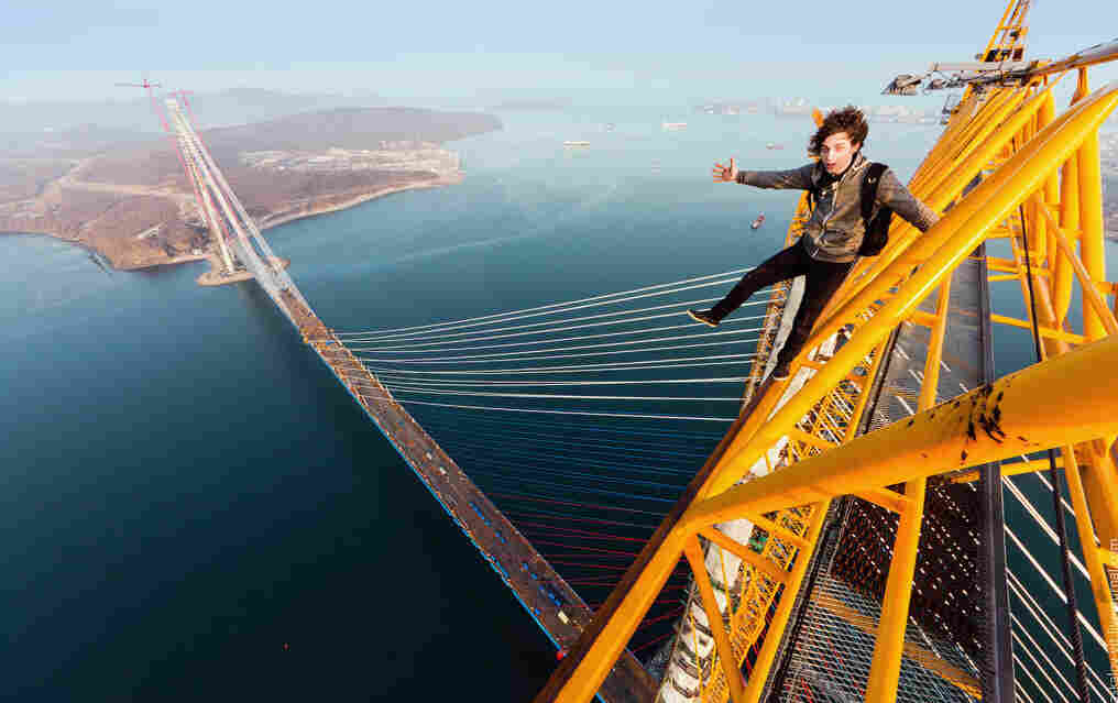 Kirill Kirbase Vselensky dangling of a Vladivostok bridge.