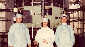Some time before the satellite's 1978 launch, Robert Farquhar's daughter Patricia, and wife, Bonnie, joined him in a family photo with ISEE-3.