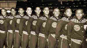 This 1943 publicity photo promoted the Washington, D.C., Bears basketball team.